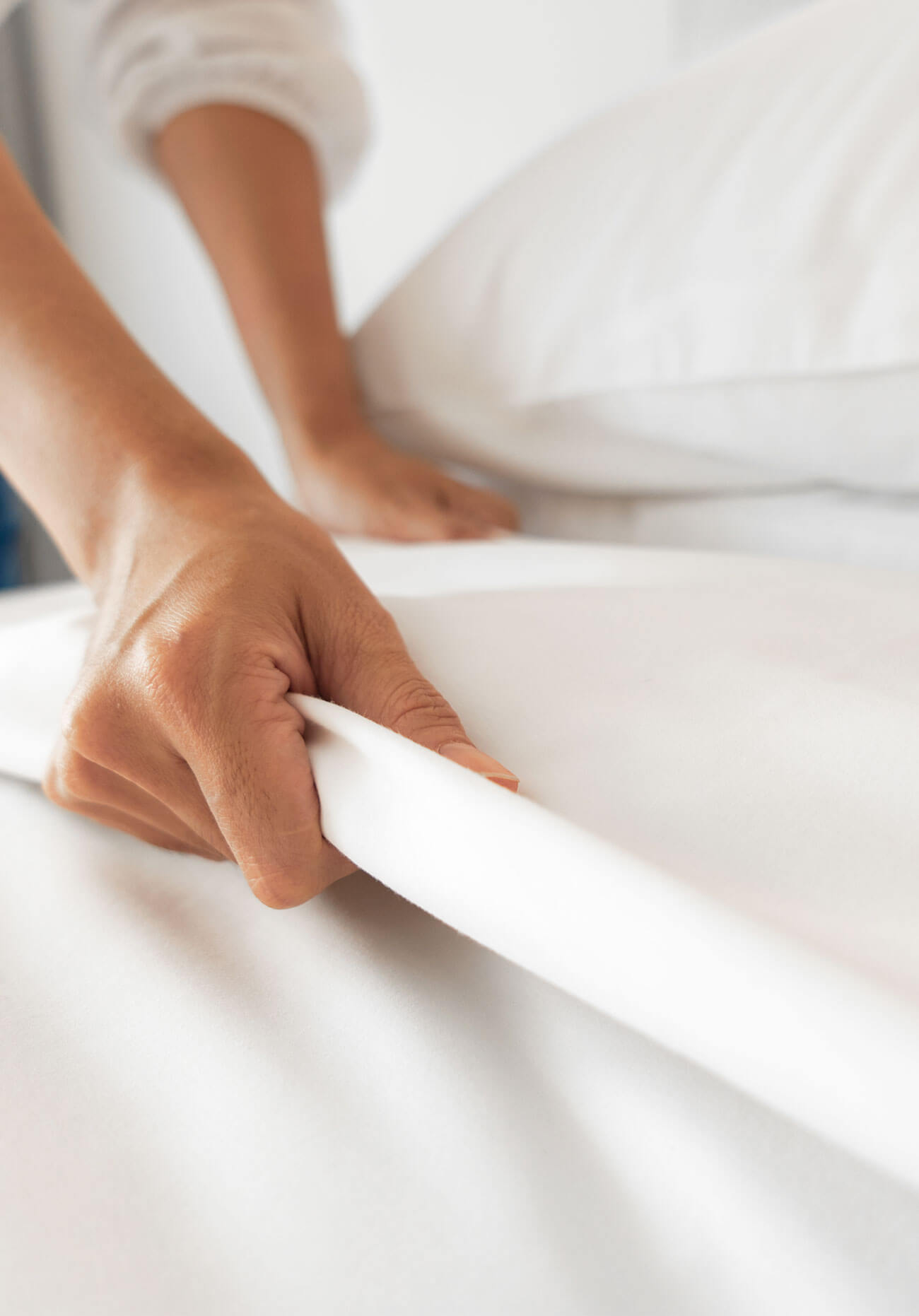 making a bed with cotton sheets